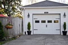 Garage-with-planters